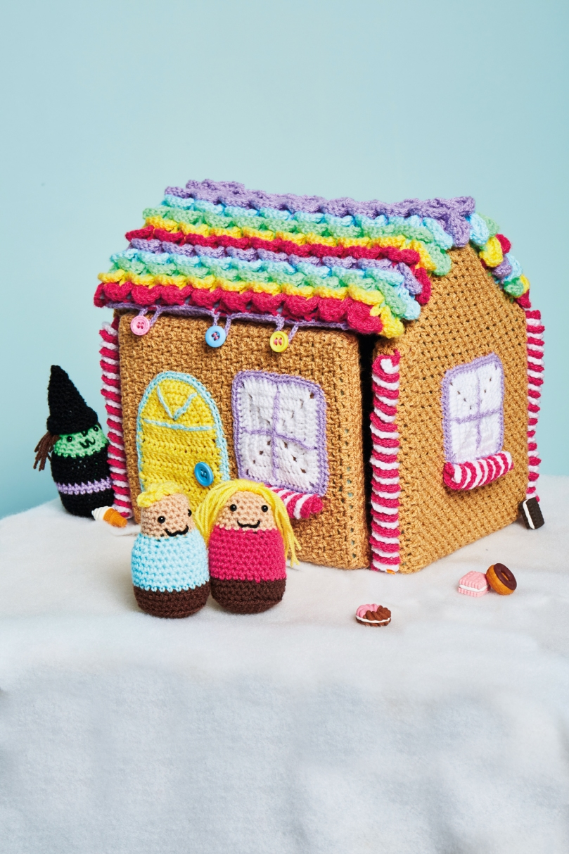 zoe-potrac-gingerbread-house
